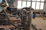 Двигатель грузового автомобиля в сборе
