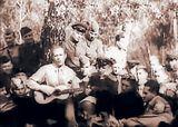 Иван Козловский выступает перед бойцами, 1941 год.