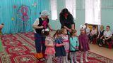 """В гости к детям 2-ой младшей группы №2 """"Непоседы""""     заглянул веселый, озарной  клоун."""