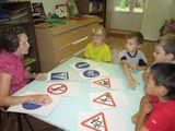 Изучаем дорожные знаки