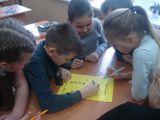 4-А решает кроссворд на иностранном языке