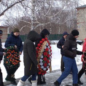Возложение цветов к мемориалам воинам, погибшим в годы Великой Отечественной войны
