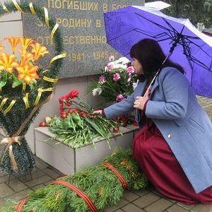 Возложение цветов к памятникам воинам погибшим в годы ВОв