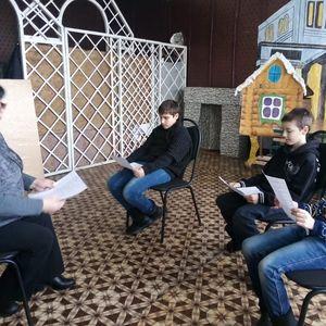 Подготовка участников народного театра к предстоящим выступлениям