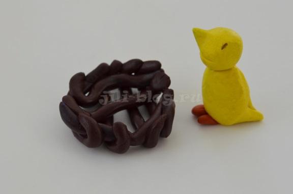 Поделка из пластилина Птичка с гнездышком