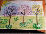 «Цветушие сады». Цель: продолжать закреплять умение тонировать лист бумаги, рисорвать деревья, использовать нетрадиционный метод рисования –ватными палочками, развивать творческие способности