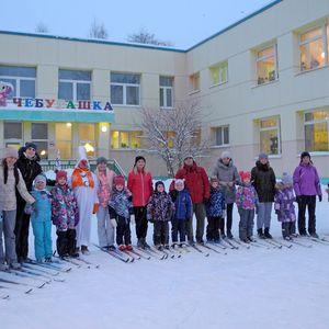 Всей семьёй на лыжню!