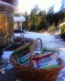 Холодает... Ну а мы не грустим, пьем#копорский #чай с натуральными конфетами из льна и меда и наслаждаемся видом вековых вепсских елей! Душевная атмосфера, чистый воздух, натуральные продукты, прекрасная природа! Что может быть лучше!?