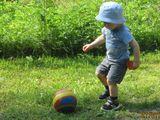 Люблю футбол я с  юных лет, и для меня игры прекрасней нет