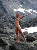 """Мы знаем, как перезимовать лето! Бурдина Анна. Хибины. Номинация """"Люди на скалах и в горах""""."""
