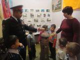 беседа детей с коллекционером в музейной комнате ДОУ