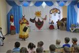 Наша Хозяюшка (воспитатель Кужелева Л.В.) приглашает детей на праздник «Масленичные забавы