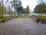 Установка скамеек и урн в г.Костомукша, стоимость скамейки -8,5 тыс.рублей, стоимость урны – 3,5 тыс.рублей , подрядная организация – ООО «Цех 10»