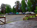 Стоянка у озера для катеров и автодомов